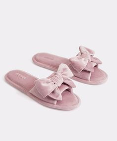 Velvet and faux-fur slides - Slippers - Pyjamas and homewear Cute Sandals, Cute Shoes, Me Too Shoes, Cute Slippers, Crochet Slippers, Cute Pajama Sets, Faux Fur Slides, Pink Bottle, Fresh Shoes