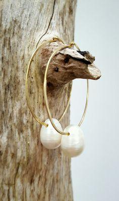 EDEL Collectie: geelgouden oorhangers met barok parel