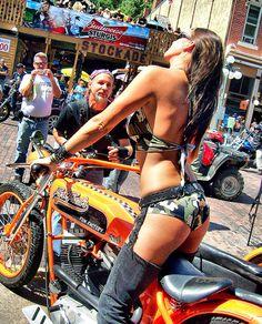 the biker man is so  randy , lol....