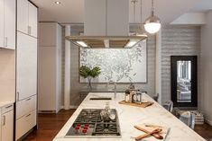 Bethenny Frankel S Newly Listed Nyc Apartment Is Just As Over The Top She