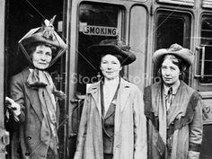 Emmeline Pankhurst (left), Christabel Pankhurst (centre) and Sylvia Pankhurst (right) Sylvia Pankhurst, Emmeline Pankhurst, Les Suffragettes, African American Slavery, American Women, Film Writer, Suffrage Movement, Brave Women, Suffragettes
