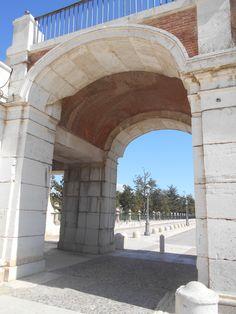 Arco en Avenida de Palacio.