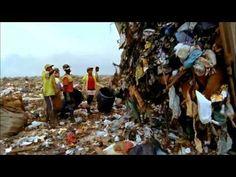 Waste Land (2010) -Trailer del documental de dicho nombre.Realizó obras con basura,sobre la gente que vive de ella en Sao Paulo,que vendió y les dió el dinero.