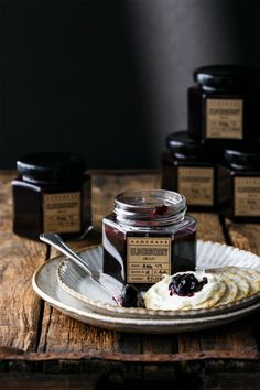 Homemade Elderberry Jelly recipe is made with elderflower syrup and a splash of elderflower liqueur. Plus FREE printable labels! Think Food, Love Food, A Food, Food And Drink, Mini Desserts, Plated Desserts, Elderberry Jelly Recipe, Elderberry Recipes, Gelato