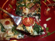 Cooking with love ! : Omleta din albusuri cu bacon de curcan,rosii ,ceapa verde si branza feta (Egg white omelet with turkey bacon,tomatoes,spinach,green onions and feta cheese) Dukan Diet Recipes, Turkey Bacon, Omelet, Egg Whites, Green Onions, Vegetable Pizza, Feta, Tomatoes, Spinach