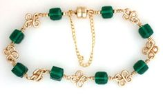 Emerald Four Leaf Clover Bracelet jewelry making project made with beads, wire and jewelry supplies.