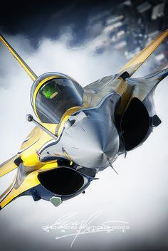 Avión de combate Rafale, this Rafale was the effective type of warplane that dropped Exocet missiles that sunk British warships during the Falklands conflict Military Jets, Military Weapons, Military Aircraft, Air Fighter, Fighter Jets, Avion Cargo, Rafale Dassault, Image Avion, Photo Avion