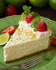 It's the weekend so you most definitely should be making this Key Lime Cheesecake!! 💚🍓🍰 It is unbelievably delicious! RECIPE LINK IN BIO