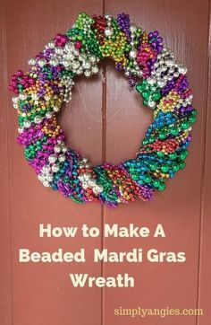 Make a Fun and Colorful Mardi Gras Wreath from beads! - Claudia Heyer-Bernards - Make a Fun and Colorful Mardi Gras Wreath from beads! Make a Fun and Colorful Mardi Gras Wreath from beads! Mardi Gras Party, Mardi Gras Food, Mardi Gras Wreath, Mardi Gras Decorations, Mardi Gras Beads, Diy Party Decorations, Diy Decoration, Wreath Crafts, Diy Wreath