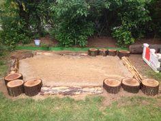 Wir wollen einen Sandkasten! Eine schöne Alternative zu einem Sandkasten aus dem Baumarkt ist es eine Buddelfläche für die Kids selber zu bauen!