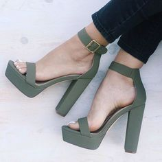 Trendy High Heels For Ladies : Ankle Strap Open Toe Chunky Heels Dream Shoes, Crazy Shoes, Cute Shoes, Me Too Shoes, Heeled Boots, Shoe Boots, Heeled Sandals, Strap Sandals, Sandal Heels