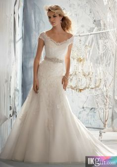 A line wedding dress A line wedding dress. @Nina Strutz i can see you wearing this!