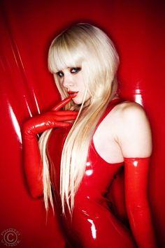 Dangerous Latex ♥~(ಠ_ರೃ) Très Belle Femme ღ♥♥ღ Sexy -♡- Sexy!!! #beautiful #women