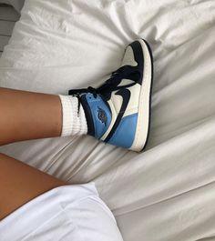 Nike Basketball, Blue Basketball Shoes, Nike Air Max, Nike Air Shoes, Jordan Shoes Girls, Girls Shoes, Jordan Sneakers, Shoes Women, Nike Lebron