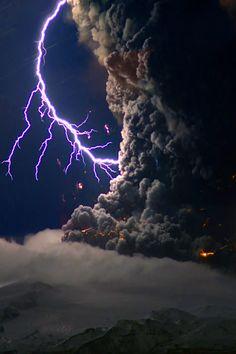 Iceland Volcanoººº volcán de Islandia  Más Información del Turismo de Navarra España: ☛  #NaturalezaViva  #TurismoRural  ➦   ➦ www.nacederourederra.tk  ☛  ➦ http://mundoturismorural.blogspot.com.es   ☛  ➦ www.casaruralnavarra-urbasaurederra.com ☛  ➦ http://navarraturismoynaturaleza.blogspot.com.es  ☛  ➦ www.parquenaturalurbasa.com ☛   ➦ http://nacedero-rio-urederra.blogspot.com.es/