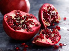 Did you know, a glass of pomegranate juice has more antioxidants than red wine, green tea, blueberries, and cranberries? They have the most powerful antioxidants of any fruit and can lower cholestral and blood pressure. Antioxidants are also known to help prevent and repair DNA damage that can lead to cancer. Try putting some on your salad, sprinkling on yoghurt or adding it to your daily smoothie. #pomengranate #fruit #healthy #redfruit #antioxidant #juice #powerful #lowercholestral…