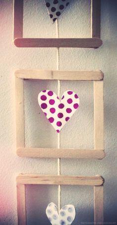 Les ateliers ARTiFun - ateliers créatifs en Guadeloupe - scrapbooking décopatch bricolage peinture: Mini cadre, coeurs et petits pois! Popsicle Crafts, Craft Stick Crafts, Diy And Crafts, Arts And Crafts, Paper Crafts, Yarn Crafts, Handmade Crafts, Valentine Day Crafts, Christmas Crafts