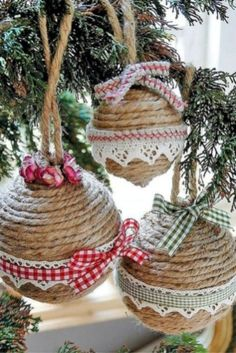 43 Easy but Beautiful DIY Christmas Ornaments - GODIYGO.COM Easy but beautiful diy christmas ornaments 27 Rustic Christmas Ornaments, Homemade Christmas Decorations, Handmade Christmas, Christmas Fun, Christmas Wreaths, Ornaments Ideas, Beautiful Christmas, Craft Decorations, Christmas Signs