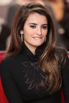 Top 10 Most Beautiful Brunettes in The World 2019 Hollywood Celebrities, Hollywood Actresses, Penelope Cruze, Gorgeous Women, Most Beautiful, Spanish Actress, Beautiful Actresses, Indian Beauty, Beauty Women