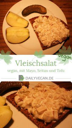 Ein Rezept für veganen Vleischsalat, ein leckerer Brotsalat mit Seitan, Räuchertofu, Mayonnaise, sauren Gurken und Silberzwiebeln.