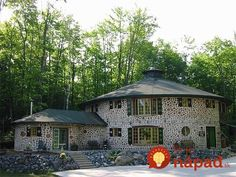 The Beauty of Natural Building in Cord Wood Casas Cordwood, Cordwood Homes, Build A Wall, Unusual Homes, Natural Building, Types Of Houses, House In The Woods, Log Homes, Curb Appeal