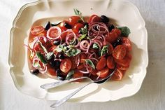Kijk wat een lekker recept ik heb gevonden op Allerhande! Boerse tomatensalade met olijven