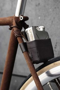leather-bicycle-accessories-walnut-stuio-2. || I love the frame finish too. Looks like fuzzy rust.