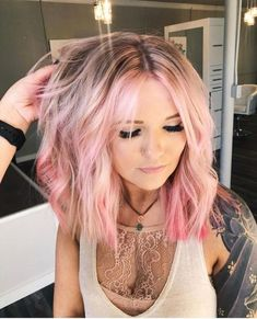 Inspiring Bold ombre hair color ideas trend 2018 Ombre hair is one of the hottest hair trends today. The style named by the French is characterized by darker, more natural roots that gradually become lighter towards the ends. Many celebrities on the Rose Pink Hair, Pastel Pink Hair, Hair Color Pink, Cool Hair Color, Ombre Rose, Blonde Hair With Pink Highlights, Pastel Highlights, Pink Blonde Hair, Vivid Hair Color
