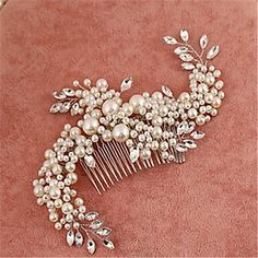 This hair clip might the one piece you are missing for your wedding hairstyle! Repin if you like it too.