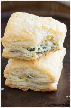 Quick and easy spinach puffs recipe made with simple ingredients and ready in 30 minutes. This easy appetizer for a party is crispy with a cheese filling. Spinach Puffs Recipe, Puff Recipe, Puff Pastry Recipes, Spinach Rolls, Puff Pastry Appetizers, Puff Pastries, Appetizers For Party, Appetizer Recipes, Snack Recipes