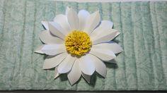 Lav Daisy / Marguerite blomst i papir.  Leg med papmache og papir, lav smukke ting til hjemmet