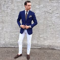 Navy blazer, white trousers and coordinating navy and white tie Mens Fashion Wear, Men Wear, Latest Mens Fashion, Man Fashion, Fashion Books, Blazers For Men Casual, Trendy Suits, Casual Blazer, Navy Blazer Men