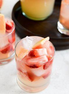 Sparkling Grapefruit Sangria I howsweeteats.com
