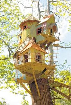 Awesome Tree House Ideas for Your Backyard. Playing in tree houses always fascinating. It is too much fun to build your own tree house when you are a child. Cool Tree Houses, Fairy Houses, Play Houses, Dog Houses, Dream Houses, Magical Tree, Norfolk England, Tree House Designs, Modern Kids
