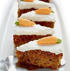 Moist Carrot Cake - diabetic friendly --This moist carrot cake with cream cheese frosting is not only tasty, but at the same time healthy, diabetic friendly, without added sugar, flourless and low in carbohydrates. Diabetic Desserts, Sugar Free Desserts, Sugar Free Recipes, Paleo Dessert, Gluten Free Desserts, Diabetic Recipes, Low Carb Recipes, Delicious Desserts, Dessert Recipes
