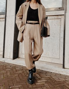 The Camel Suit (and Coat) Classy Outfits, Chic Outfits, Fall Outfits, Fashion Outfits, Outfit Winter, Hijab Fashion, Beige Outfit, Beige Style, Lookbook