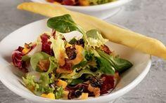 Salat med ost, bacon og rosindressing Fiks lille forret, som er nem at håndtere....også til mange.