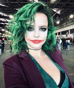 Female JokerYou can find Joker makeup and more on our website. Girl Joker Makeup, Female Joker Makeup, Female Joker Costume, Joker Halloween Makeup, Cute Couple Halloween Costumes, Halloween Looks, Halloween Outfits, Diy Costumes, Costumes For Women