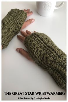 The Great Star Wristwarmers: A Free Crochet Pattern - Crafting for Weeks Crochet Mitts, Crochet Wrist Warmers, Crochet Stitches, Free Crochet, Knit Crochet, Crochet Gloves, Crochet Granny, Quick Crochet Patterns, Crochet Ideas