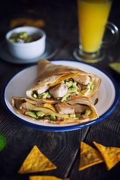 picante-jalapeno.blogspot.com: Naleśniki z sałatką z awokado, kurczakiem i nachosami