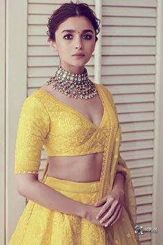 Find the latest Bollywood celebrity inspired lehenga designs for weddings. Check Lehenga designs worn by Alia Bhatt, Katrina Kaif, Shradhha Kapoor. Alia Bhatt Lehenga, Lehenga Choli, Lehnga Blouse, Sabyasachi Sarees, Bollywood Lehenga, Lehenga Skirt, Bollywood Wedding, Indian Lehenga, Lehenga Designs
