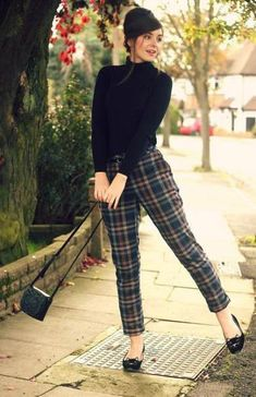 Tartan Outfits for women. Tartan dresses are a classical favourite for all women and their fabrics, colours and patterns are absolutely beautiful. So we have collected the 18 best ways of wearing tartan outfits. Mode Outfits, Fall Outfits, Fashion Outfits, Dress Fashion, Skirt Outfits, Gamine Winter Outfits, Gamine Outfits, Summer Outfits, 50s Outfits