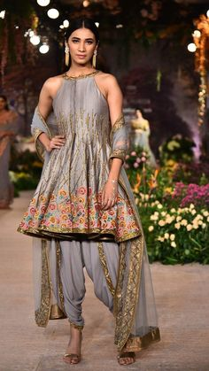 Tunic Designs, Dress Neck Designs, Arab Fashion, India Fashion, Sharara, Patiala, Pakistani Suits, Pakistani Dresses, Indian Wedding Outfits