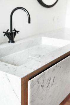 modeles salles de bains en marbre. joli vasque en marbre blanc