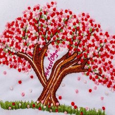 En este tutorial podrás aprender a bordar un árbol de cerezo (sakura). Hand Embroidery Videos, Embroidery Stitches Tutorial, Embroidery Flowers Pattern, Hand Embroidery Designs, Embroidery Techniques, Creative Embroidery, Simple Embroidery, Learn Embroidery, Ribbon Embroidery