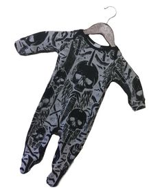 Rock and Rose exclusive design HANDMADE IN UK This design is an edgy tribal skull print on grey marl cotton fabric. Perfect gift for the