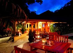 Ritmo Tropical Restaurant: Playa Carmen, Costa Rica. You'll find the perfect fusion of international and typical Costa Rican dishes and their pizzeria is famous for the delicious italian style cuisine too
