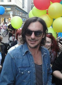 Where are we on Shannon Leto's long hair? I'm not sure I'm feeling it.