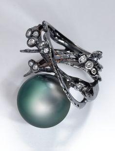 Thierry Vendome Live | Bark ring. Tahitian Pearls, diamonds, black gold.