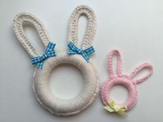 Kijk wat ik gevonden heb op Freubelweb.nl: een gratis haakpatroon van Anniegurumi om deze leuke paashaasjes te maken https://www.freubelweb.nl/freubel-zelf/gratis-haakpatroon-paashaasjes/